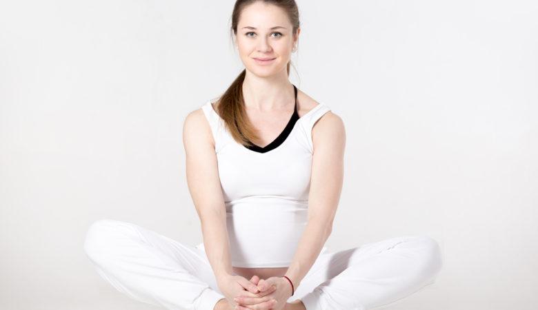 yoga farfalla fizkes shutterstock