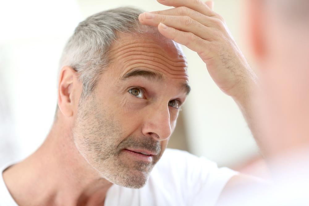 3 alimenti che ti aiutano a prevenire i capelli bianchi